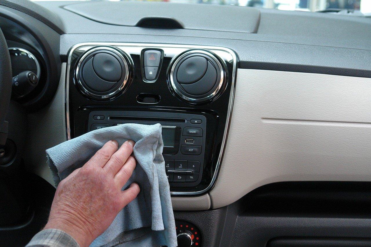 Come pulire il cruscotto dell'auto?